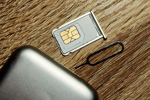 does removing sim card erase memory iPhone