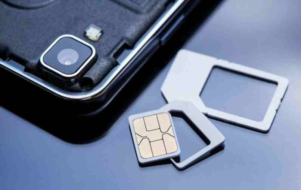 does changing your sim card delete your contacts