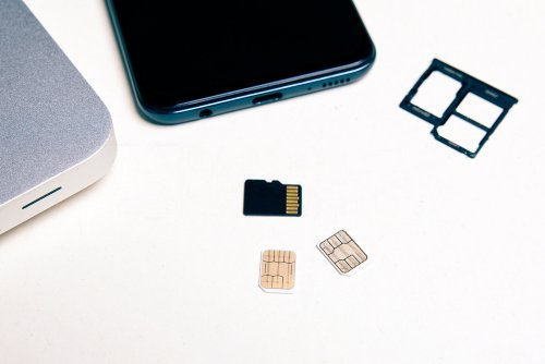 what happens if you switch sim cards in iphones